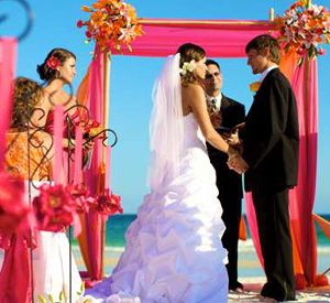 Wedding on the beach at Embassy Suites Hotel Destin at Miramar Beach in Destin Florida