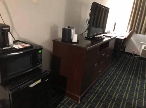 Emerald Coast Inn And Suites in Fort Walton Beach FL 33
