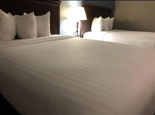 Emerald Coast Inn And Suites in Fort Walton Beach FL 36