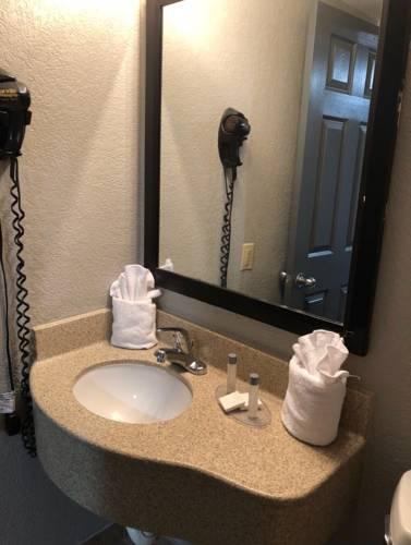 Emerald Coast Inn And Suites in Fort Walton Beach FL 38