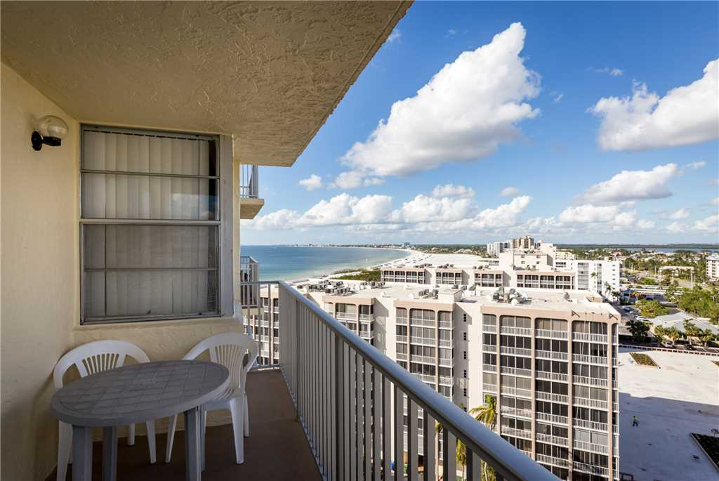Estero Beach & Tennis 1201A 1 Bedroom Elevator Heated Pool Sleeps 4
