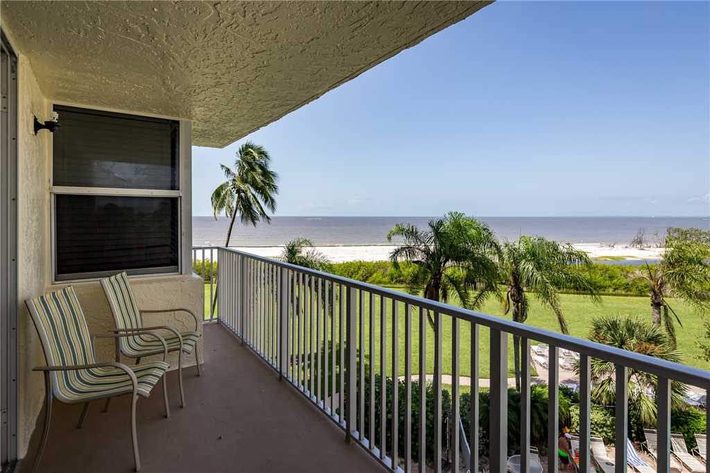 Estero Beach & Tennis 305B 1 Bedroom Elevator Heated Pool Sleeps 4