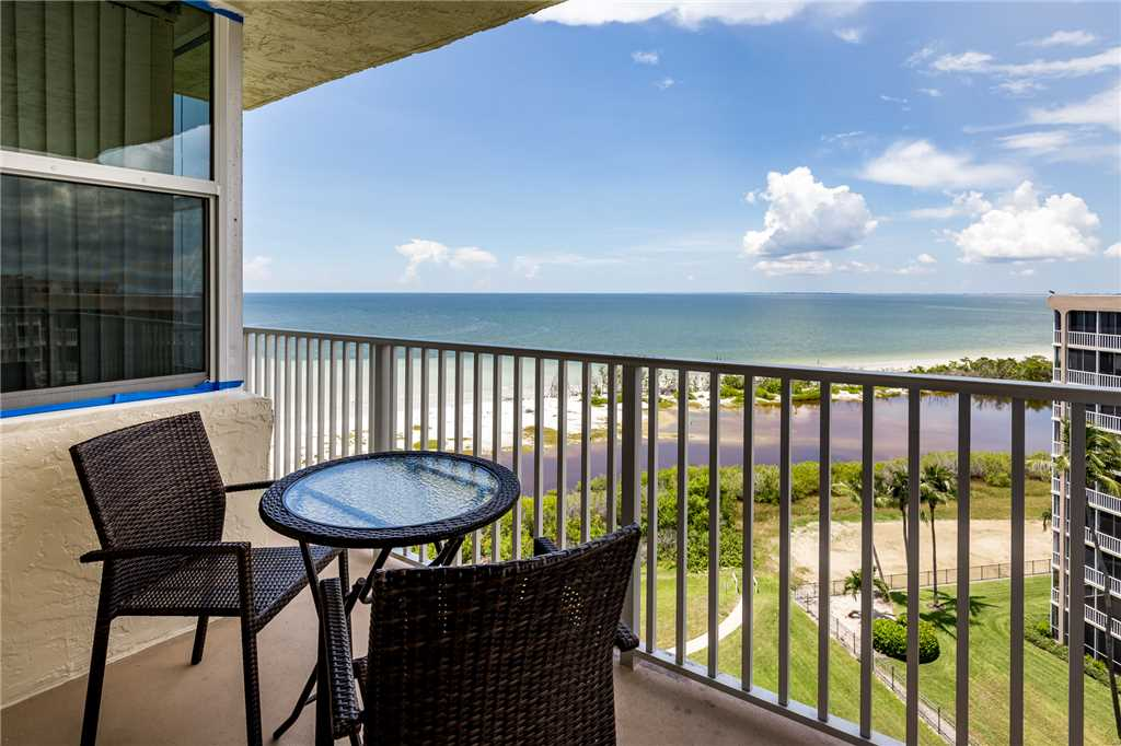 Estero Beach & Tennis 907A 1 Bedroom Elevator Heated Pool Sleeps 4