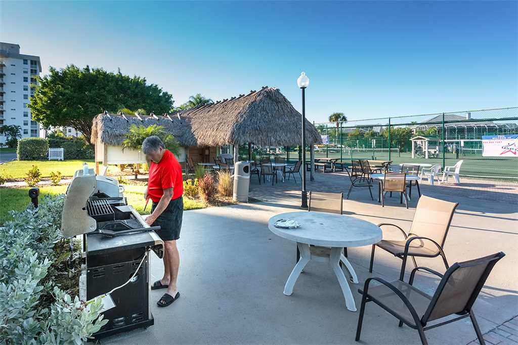 Estero Beach and Tennis 705C 1 Bedroom Bay View Pool Elevator Sleeps 4 Condo rental in Estero Beach and Tennis Club in Fort Myers Beach Florida - #15