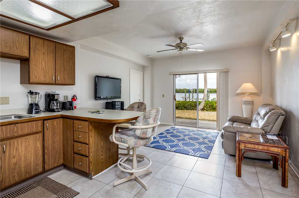 Anchors Away A 1 Bedroom Ground Floor Bay Views House / Cottage rental in Fort Myers Beach House Rentals in Fort Myers Beach Florida - #6
