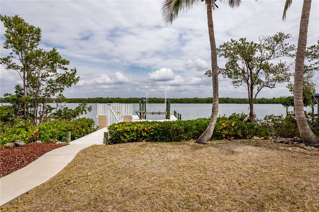 Anchors Away A 1 Bedroom Ground Floor Bay Views House / Cottage rental in Fort Myers Beach House Rentals in Fort Myers Beach Florida - #17