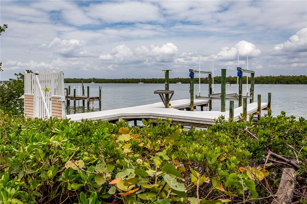Anchors Away A 1 Bedroom Ground Floor Bay Views House / Cottage rental in Fort Myers Beach House Rentals in Fort Myers Beach Florida - #18