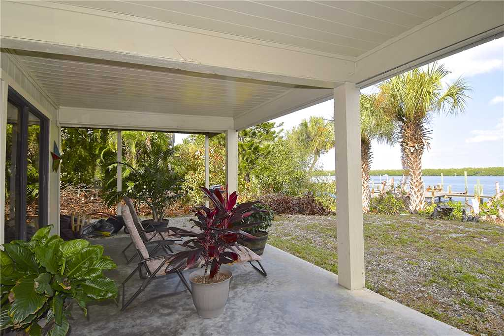 Bay Star #1 2 Bedrooms Bay Front Walk to a Beach WiFi Sleeps 4 House/Cottage rental in Fort Myers Beach House Rentals in Fort Myers Beach Florida - #3