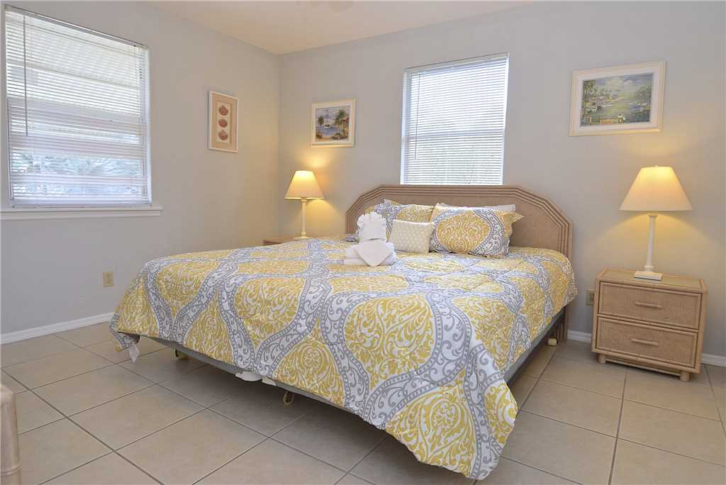 Bay Star #1 2 Bedrooms Bay Front Walk to a Beach WiFi Sleeps 4 House / Cottage rental in Fort Myers Beach House Rentals in Fort Myers Beach Florida - #8