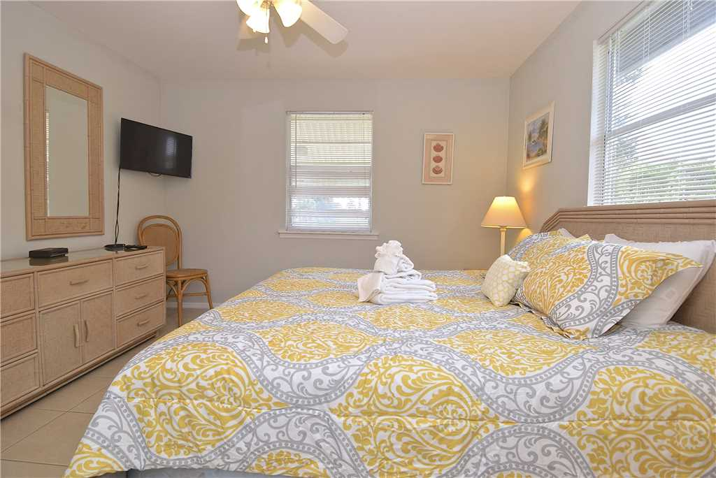 Bay Star #1 2 Bedrooms Bay Front Walk to a Beach WiFi Sleeps 4 House / Cottage rental in Fort Myers Beach House Rentals in Fort Myers Beach Florida - #9