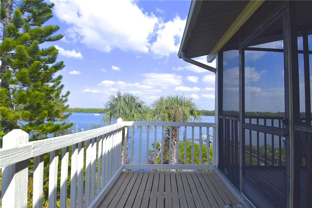 Bay Star #1 2 Bedrooms Bay Front Walk to a Beach WiFi Sleeps 4 House/Cottage rental in Fort Myers Beach House Rentals in Fort Myers Beach Florida - #13
