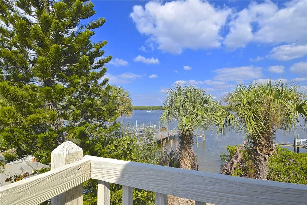 Bay Star #1 2 Bedrooms Bay Front Walk to a Beach WiFi Sleeps 4 House / Cottage rental in Fort Myers Beach House Rentals in Fort Myers Beach Florida - #15