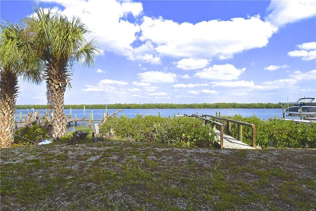 Bay Star #1 2 Bedrooms Bay Front Walk to a Beach WiFi Sleeps 4 House/Cottage rental in Fort Myers Beach House Rentals in Fort Myers Beach Florida - #16