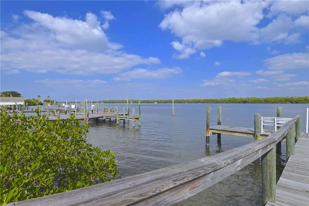 Bay Star #1 2 Bedrooms Bay Front Walk to a Beach WiFi Sleeps 4 House / Cottage rental in Fort Myers Beach House Rentals in Fort Myers Beach Florida - #17
