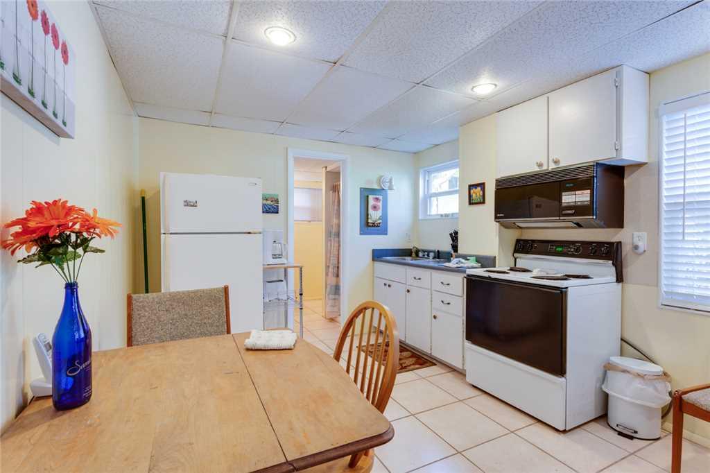 Beach Hideaway 3 bedrooms 2 Blocks from Beach WiFi Sleeps 8 House/Cottage rental in Fort Myers Beach House Rentals in Fort Myers Beach Florida - #14