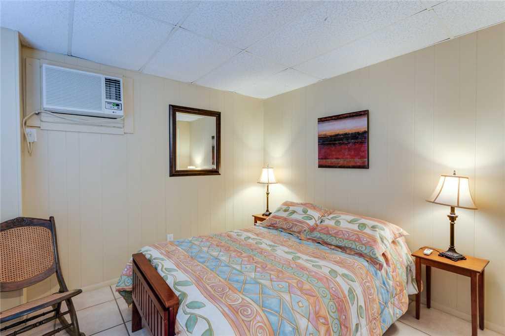 Beach Hideaway 3 bedrooms 2 Blocks from Beach WiFi Sleeps 8 House/Cottage rental in Fort Myers Beach House Rentals in Fort Myers Beach Florida - #19