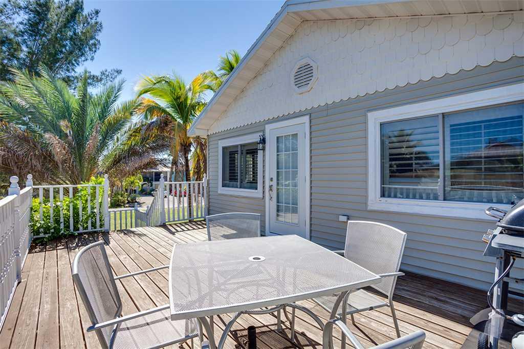Beach Hideaway 3 bedrooms 2 Blocks from Beach WiFi Sleeps 8 House/Cottage rental in Fort Myers Beach House Rentals in Fort Myers Beach Florida - #21