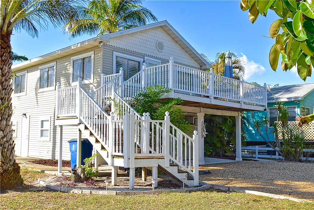 Beach Hideaway 3 bedrooms 2 Blocks from Beach WiFi Sleeps 8 House/Cottage rental in Fort Myers Beach House Rentals in Fort Myers Beach Florida - #23