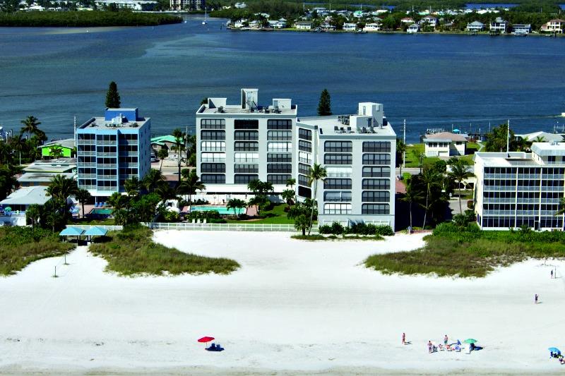 Beach Club I