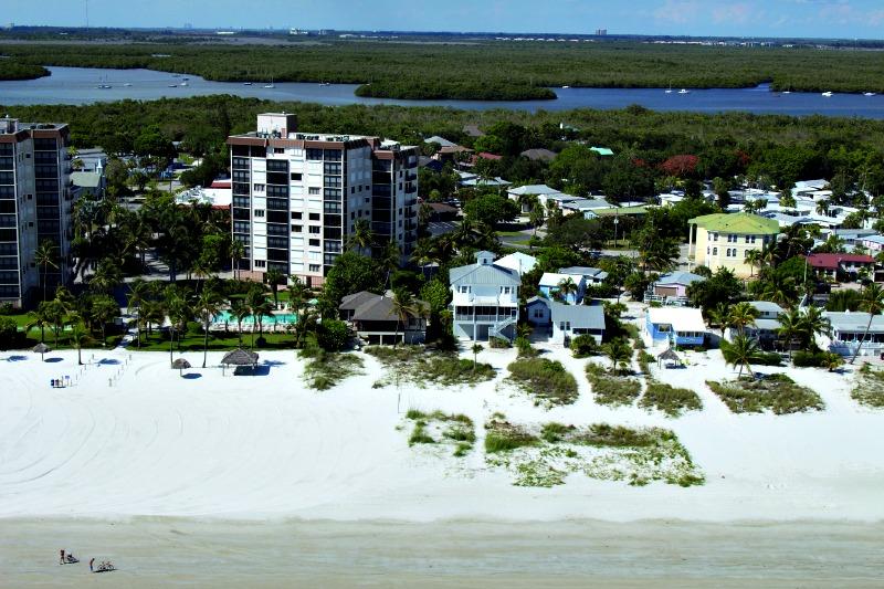Beachfront Caper Beach Club in Ft. Myers Beach FL