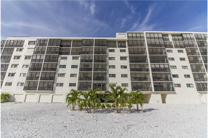 Carlos Pointe - https://www.beachguide.com/fort-myers-beach-vacation-rentals-carlos-pointe-8459728.jpg?width=185&height=185