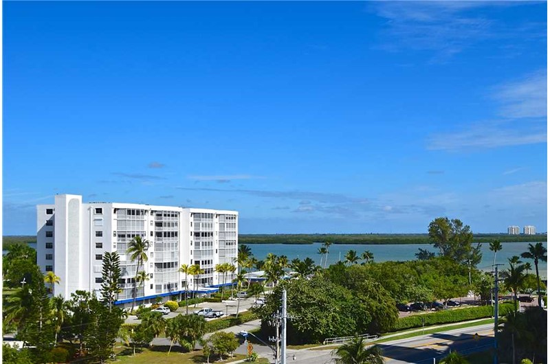 Carlos Pointe in Fort Myers FL is direct waterfront