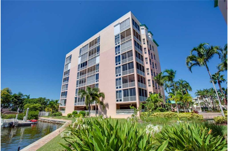 Palm Harbor Condos in Fort Myers Beach FL is a lovely property right on the water