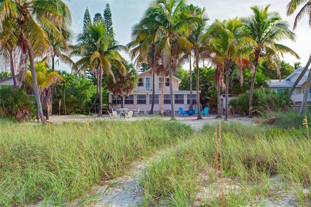 Beachfront Dunes 3 Bedrooms plus Den Gulf Front Pet Friendly Sleeps 8 House/Cottage rental in Fort Myers Beach House Rentals in Fort Myers Beach Florida - #3