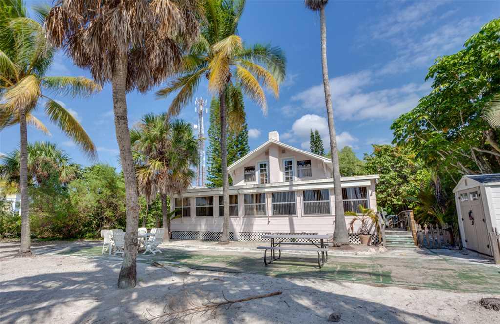 Beachfront Dunes 3 Bedrooms plus Den Gulf Front Pet Friendly Sleeps 8 House/Cottage rental in Fort Myers Beach House Rentals in Fort Myers Beach Florida - #19