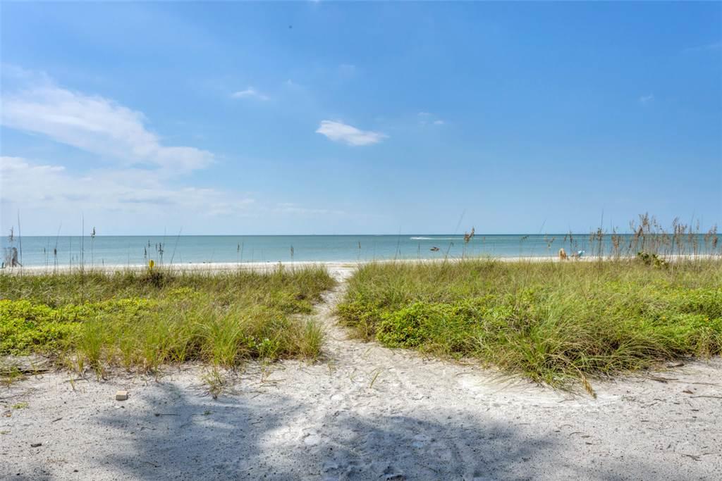 Beachfront Dunes 3 Bedrooms plus Den Gulf Front Pet Friendly Sleeps 8 House/Cottage rental in Fort Myers Beach House Rentals in Fort Myers Beach Florida - #20