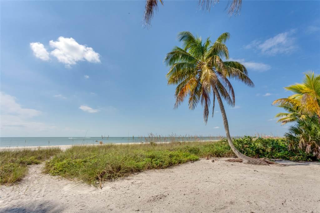 Beachfront Dunes 3 Bedrooms plus Den Gulf Front Pet Friendly Sleeps 8 House/Cottage rental in Fort Myers Beach House Rentals in Fort Myers Beach Florida - #21