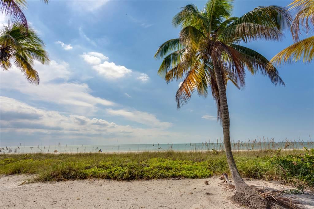Beachfront Dunes 3 Bedrooms plus Den Gulf Front Pet Friendly Sleeps 8 House/Cottage rental in Fort Myers Beach House Rentals in Fort Myers Beach Florida - #23