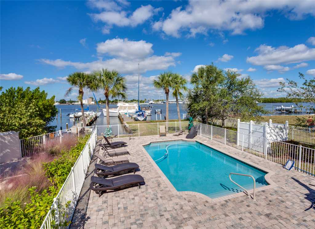 Delmar Dolphin 3 Bedrooms Bay Front Pool Elevator WiFi Sleeps 6