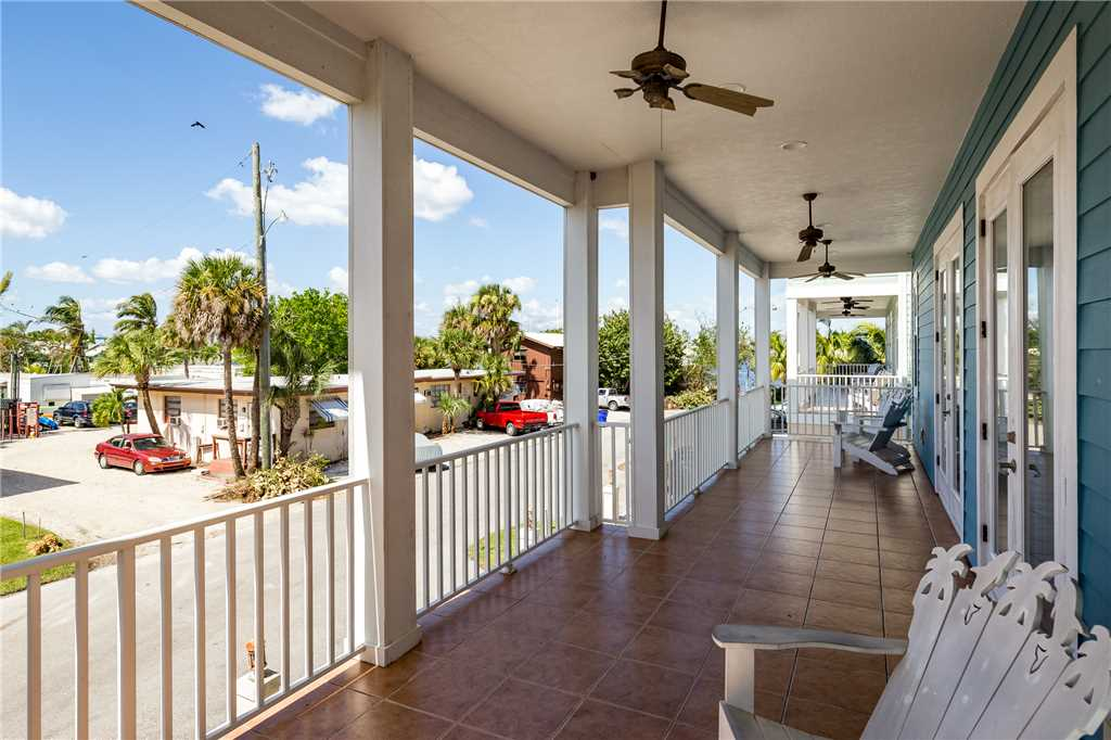 Delmar Dolphin 3 Bedrooms Bay Front Pool Elevator WiFi Sleeps 6 House/Cottage rental in Fort Myers Beach House Rentals in Fort Myers Beach Florida - #4