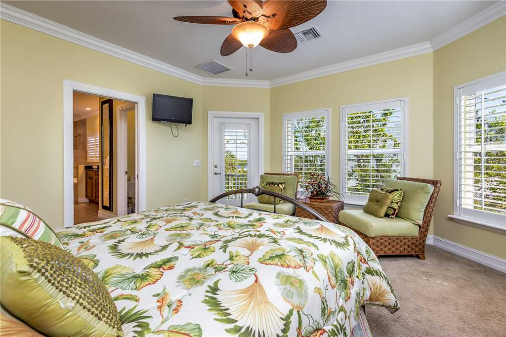 Delmar Dolphin 3 Bedrooms Bay Front Pool Elevator WiFi Sleeps 6 House/Cottage rental in Fort Myers Beach House Rentals in Fort Myers Beach Florida - #20