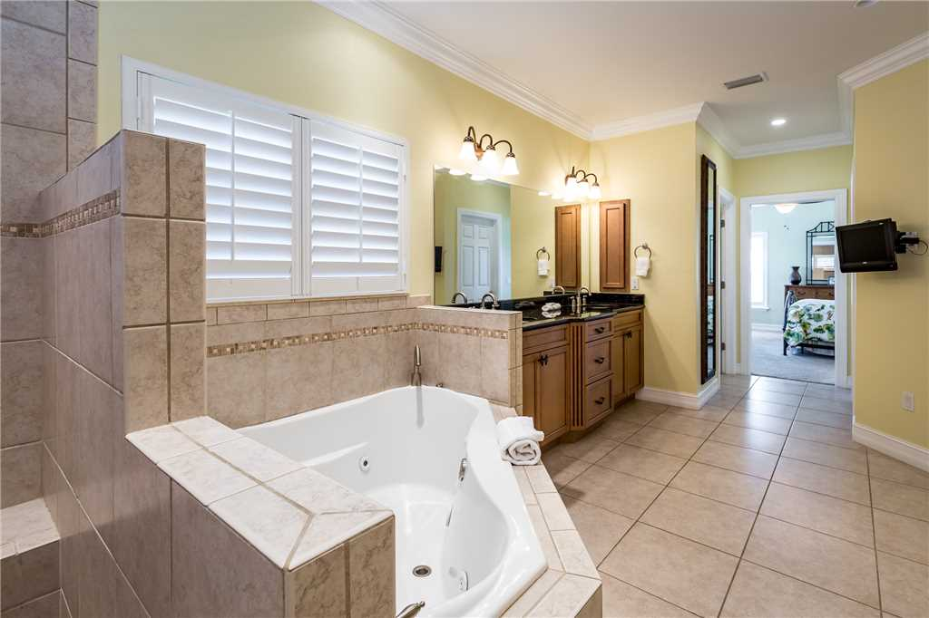 Delmar Dolphin 3 Bedrooms Bay Front Pool Elevator WiFi Sleeps 6 House/Cottage rental in Fort Myers Beach House Rentals in Fort Myers Beach Florida - #23