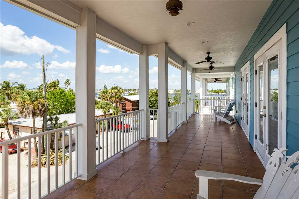 Delmar Dolphin 3 Bedrooms Bay Front Pool Elevator WiFi Sleeps 6 House/Cottage rental in Fort Myers Beach House Rentals in Fort Myers Beach Florida - #30