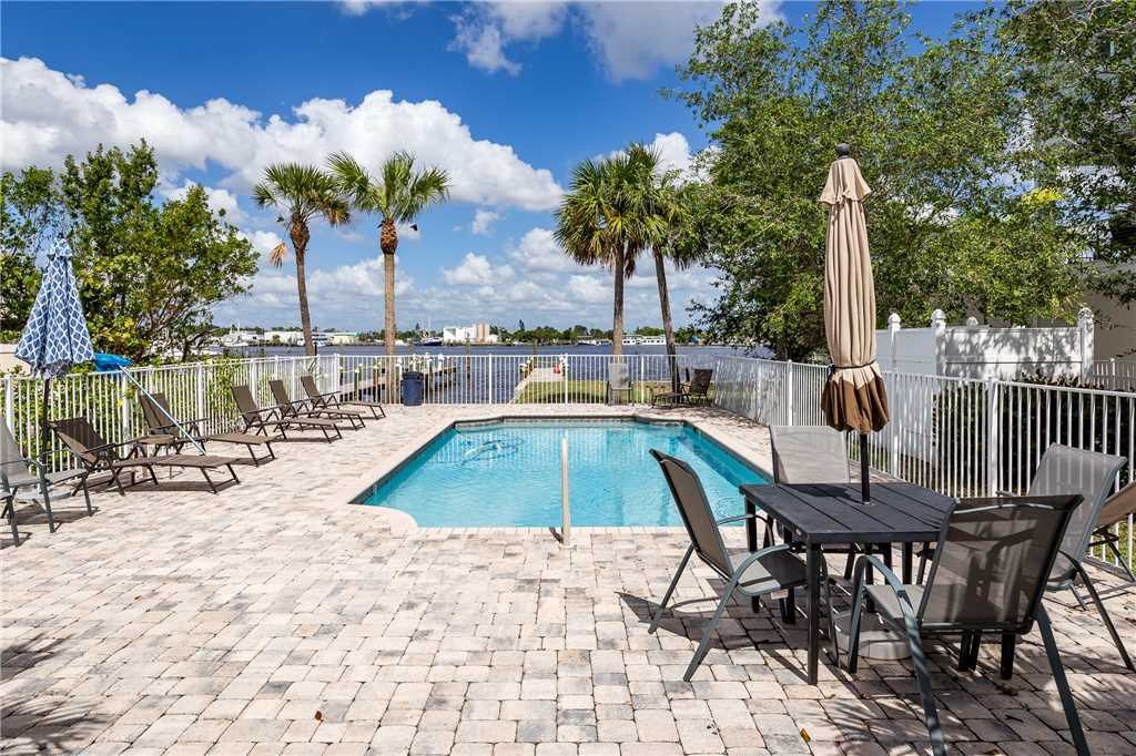 Delmar Dolphin 3 Bedrooms Bay Front Pool Elevator WiFi Sleeps 6 House/Cottage rental in Fort Myers Beach House Rentals in Fort Myers Beach Florida - #32