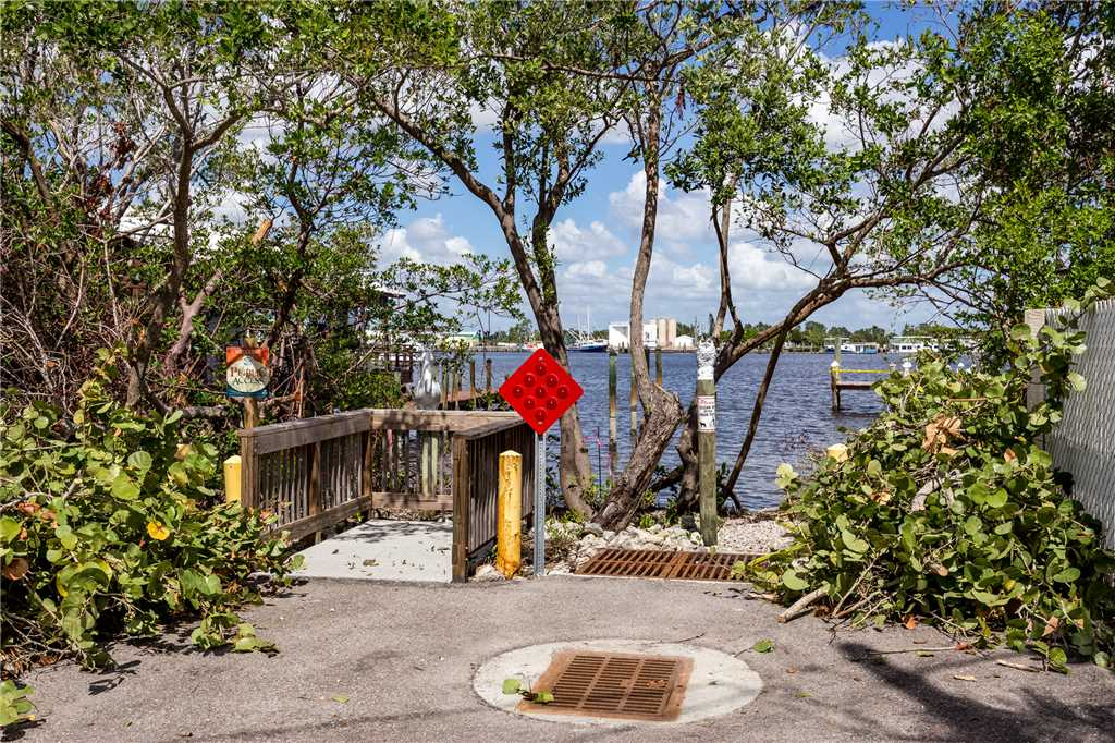 Delmar Dolphin 3 Bedrooms Bay Front Pool Elevator WiFi Sleeps 6 House/Cottage rental in Fort Myers Beach House Rentals in Fort Myers Beach Florida - #33