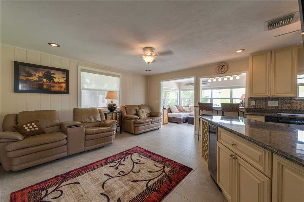 Gulf Beauty 2 Bedrooms Gulf Side Cottage Sleeps 4 House/Cottage rental in Fort Myers Beach House Rentals in Fort Myers Beach Florida - #4