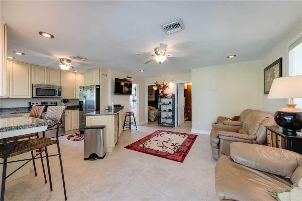 Gulf Beauty 2 Bedrooms Gulf Side Cottage Sleeps 4 House/Cottage rental in Fort Myers Beach House Rentals in Fort Myers Beach Florida - #5
