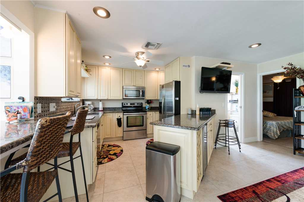 Gulf Beauty 2 Bedrooms Gulf Side Cottage Sleeps 4 House/Cottage rental in Fort Myers Beach House Rentals in Fort Myers Beach Florida - #6