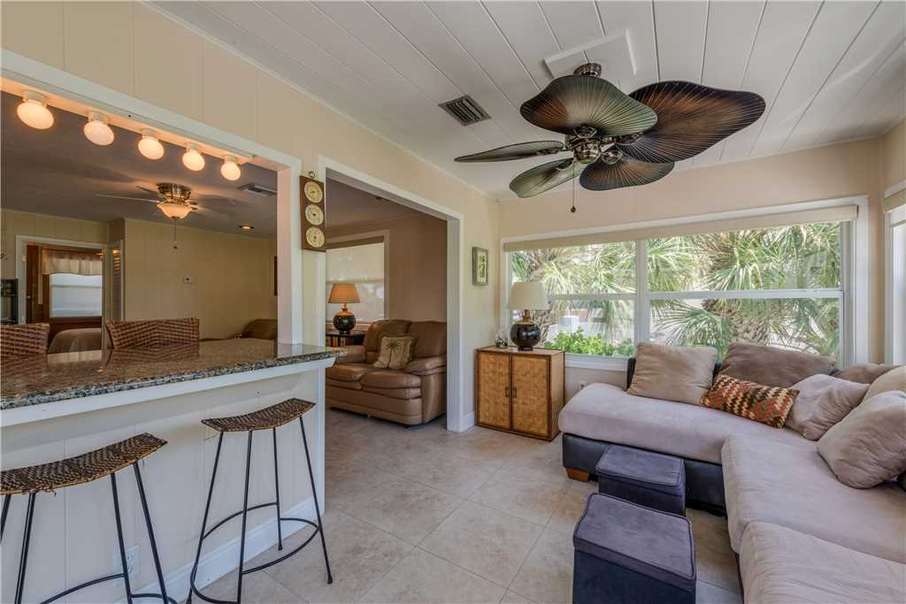Gulf Beauty 2 Bedrooms Gulf Side Cottage Sleeps 4 House/Cottage rental in Fort Myers Beach House Rentals in Fort Myers Beach Florida - #11