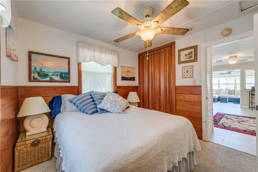 Gulf Beauty 2 Bedrooms Gulf Side Cottage Sleeps 4 House/Cottage rental in Fort Myers Beach House Rentals in Fort Myers Beach Florida - #17