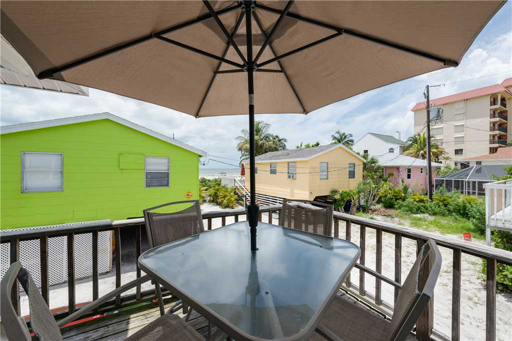 Gulf Beauty 2 Bedrooms Gulf Side Cottage Sleeps 4 House/Cottage rental in Fort Myers Beach House Rentals in Fort Myers Beach Florida - #20