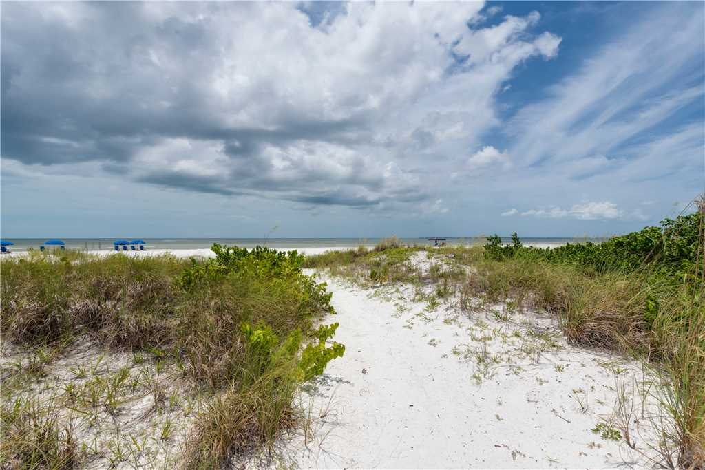 Gulf Beauty 2 Bedrooms Gulf Side Cottage Sleeps 4 House/Cottage rental in Fort Myers Beach House Rentals in Fort Myers Beach Florida - #24