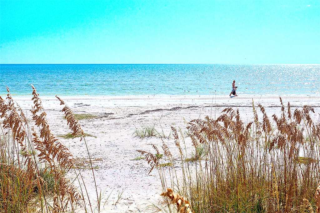 Gulf Beauty 2 Bedrooms Gulf Side Cottage Sleeps 4 House/Cottage rental in Fort Myers Beach House Rentals in Fort Myers Beach Florida - #30
