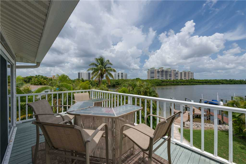Lagoon Beach House 3 Bedrooms Walk to Gulf Private Pool Sleeps 6 House / Cottage rental in Fort Myers Beach House Rentals in Fort Myers Beach Florida - #1
