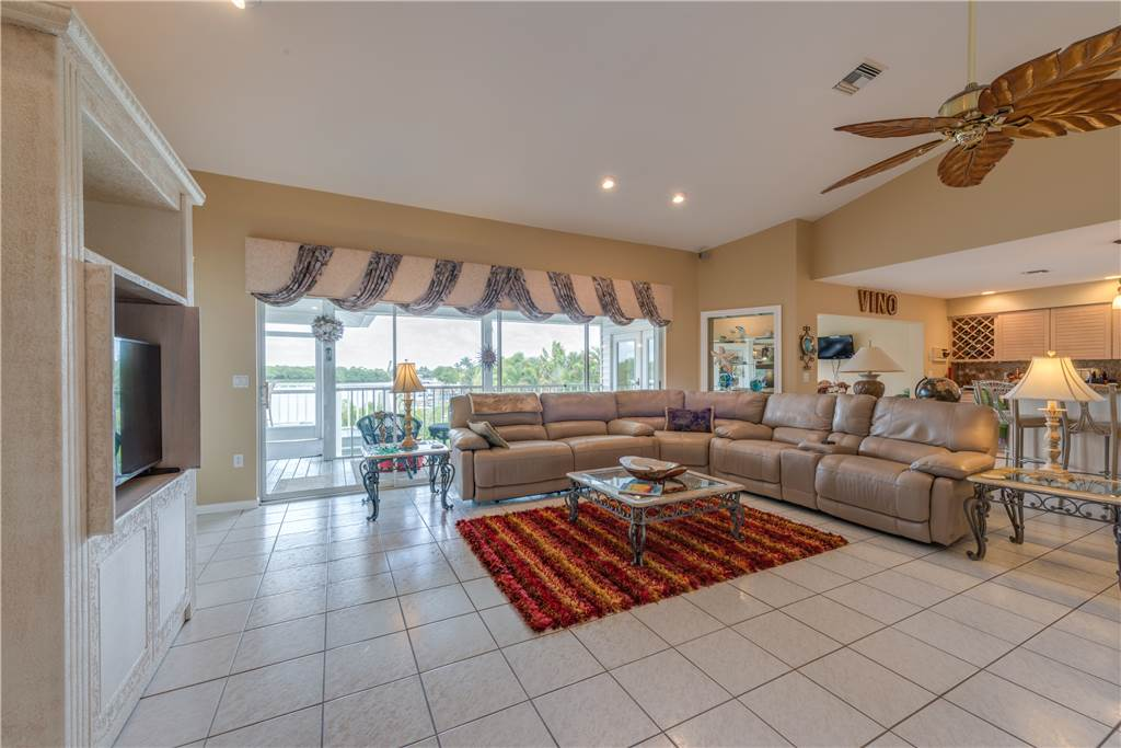 Lagoon Beach House 3 Bedrooms Walk to Gulf Private Pool Sleeps 6 House / Cottage rental in Fort Myers Beach House Rentals in Fort Myers Beach Florida - #5