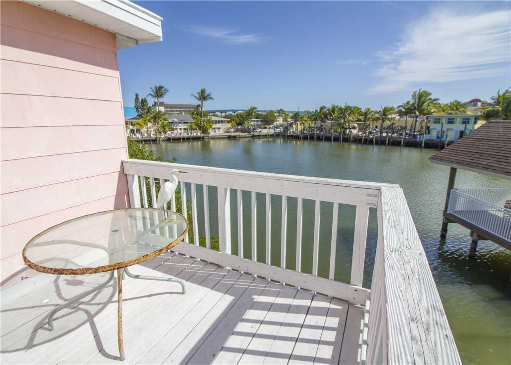 Lazy Lagoon 1 Bedroom Bay side Walk to the Beach Sleeps 4